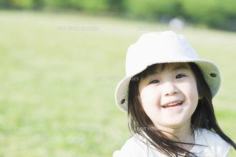 笑う女の子の素材 [FYI00935079]
