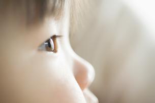 赤ちゃんの横顔の素材 [FYI00935186]