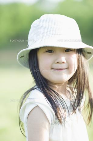 笑う女の子の素材 [FYI00935256]