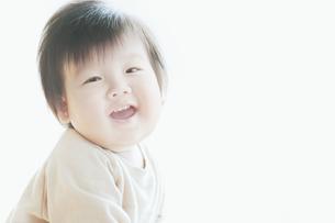 笑う男の子の素材 [FYI00935262]
