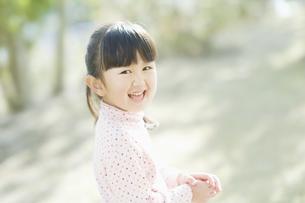 笑う女の子の素材 [FYI00935417]
