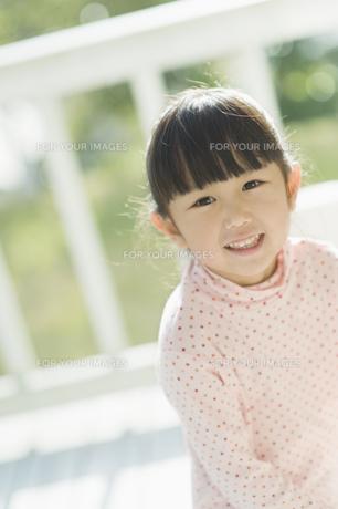 笑う女の子の素材 [FYI00935447]