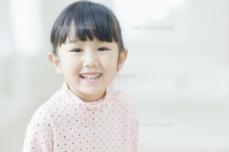 笑う女の子の素材 [FYI00935517]