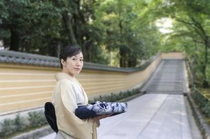 和服の日本人女性の素材 [FYI00935539]