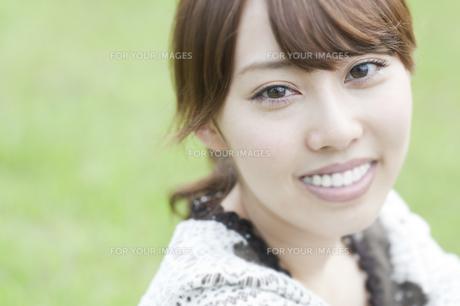 笑う女性の素材 [FYI00935574]