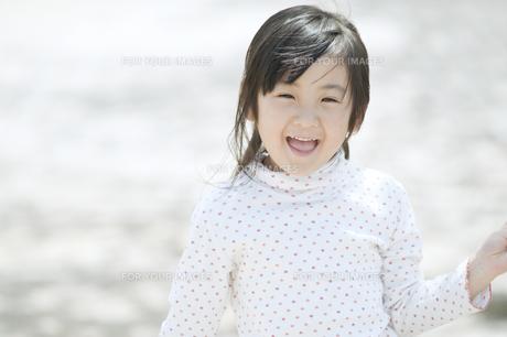 笑う女の子の素材 [FYI00935575]