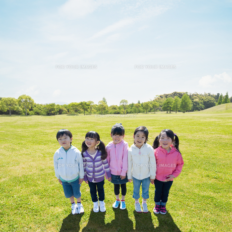 公園の5人の子供達の素材 [FYI00935602]