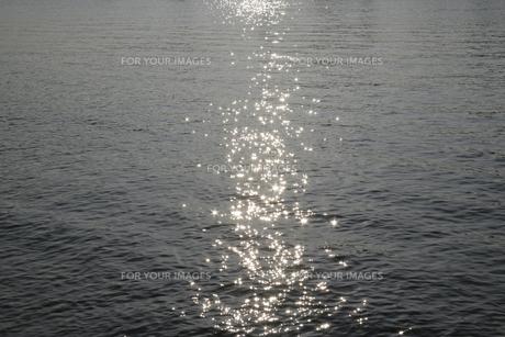 輝く水面の素材 [FYI00939624]