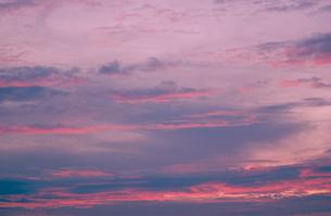夕焼けの空の素材 [FYI00939692]