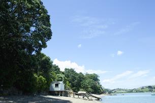 海辺の小屋と桟橋の素材 [FYI00940492]