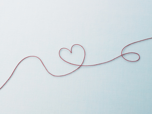 赤い糸のハートの素材 [FYI00940696]