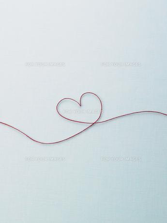 赤い糸のハートの素材 [FYI00940791]