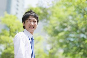 笑顔のビジネスマンの素材 [FYI00941498]