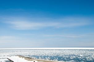 接岸した流氷の写真素材 [FYI00941847]