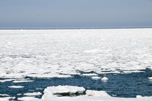 接岸した流氷の写真素材 [FYI00941848]