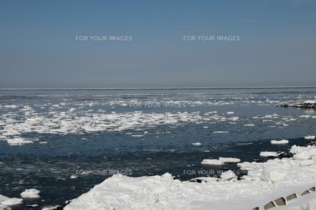接岸した流氷の写真素材 [FYI00941850]