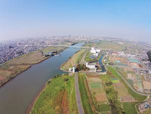 江戸川上空のドローンの写真素材 [FYI00941885]