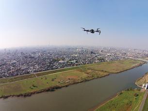 江戸川上空のドローンの写真素材 [FYI00941886]