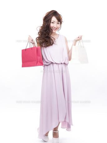 買い物する女性の写真素材 [FYI00941978]