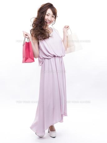 買い物する女性の写真素材 [FYI00941980]