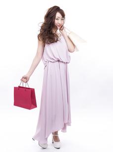買い物する女性の写真素材 [FYI00941981]