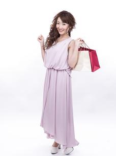 買い物する女性の写真素材 [FYI00941982]