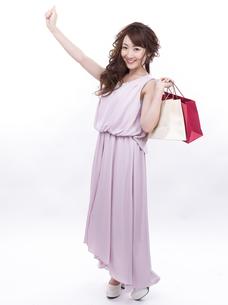 買い物する女性の写真素材 [FYI00941983]