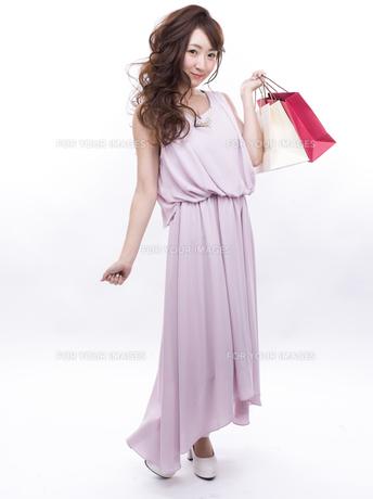 買い物する女性の写真素材 [FYI00941985]