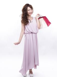 買い物する女性の写真素材 [FYI00941986]