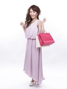 買い物する女性の写真素材 [FYI00941987]