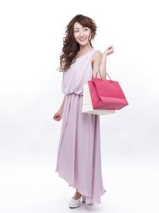 買い物する女性の写真素材 [FYI00941988]