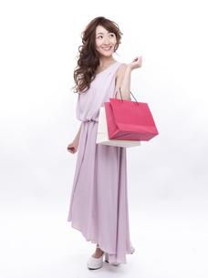 買い物する女性の写真素材 [FYI00941989]