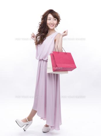 買い物する女性の写真素材 [FYI00941991]