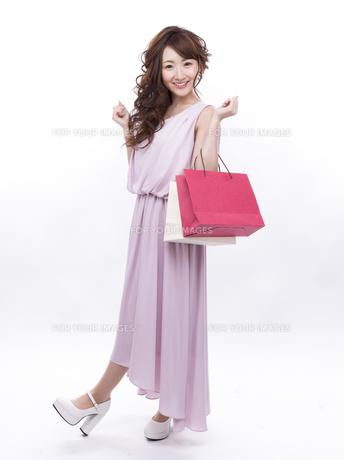 買い物する女性の写真素材 [FYI00941992]