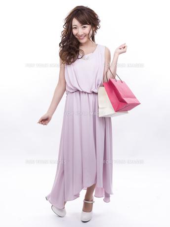 買い物する女性の写真素材 [FYI00941993]