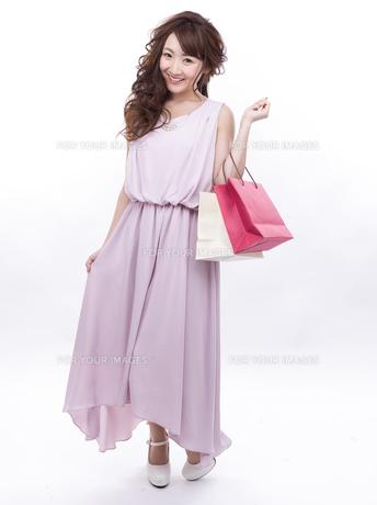 買い物する女性の写真素材 [FYI00941994]