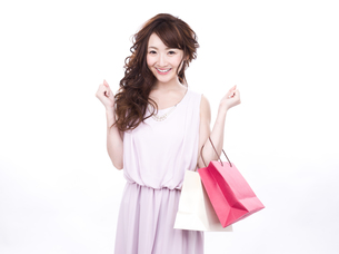 買い物する女性の写真素材 [FYI00941996]