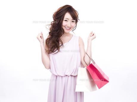 買い物する女性の写真素材 [FYI00941997]