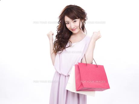 買い物する女性の写真素材 [FYI00941999]