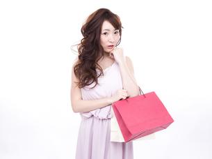 買い物する女性の写真素材 [FYI00942000]