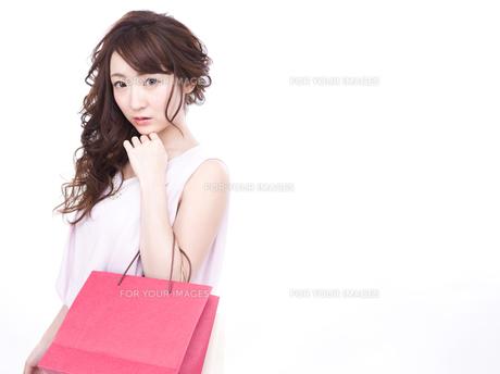 買い物する女性の写真素材 [FYI00942001]