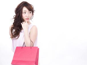 買い物する女性の写真素材 [FYI00942005]