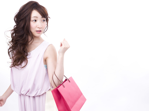 買い物する女性の写真素材 [FYI00942006]