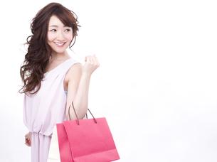 買い物する女性の写真素材 [FYI00942007]