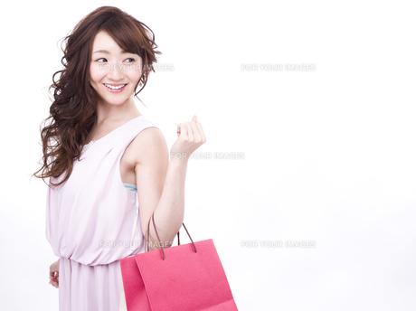 買い物する女性の写真素材 [FYI00942008]