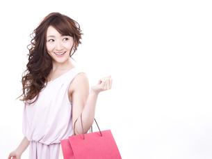 買い物する女性の写真素材 [FYI00942009]