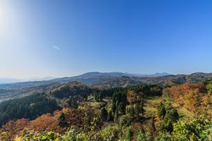 秋の春日山城の天守跡から見た風景の写真素材 [FYI00942022]