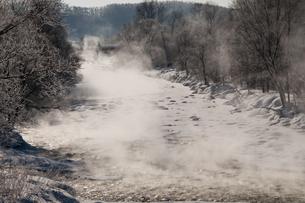 冬の川面の写真素材 [FYI00942068]
