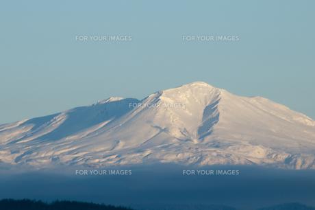 夕映えの雪山 大雪山の写真素材 [FYI00942081]