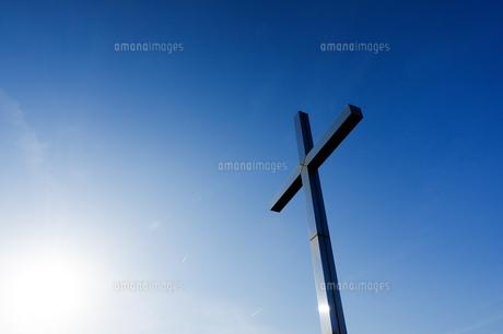 青い十字架の写真素材 [FYI00942457]